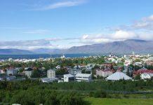 Reykjavik mit Esja im Hintergrund